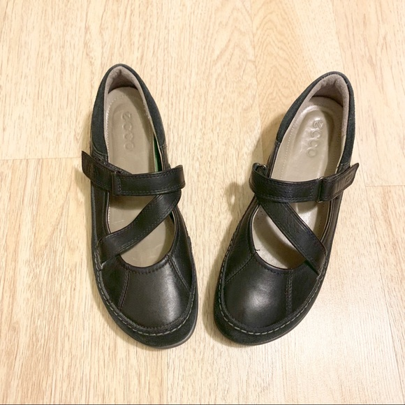 Ecco Cayla Mary Janes w removable footbed Size 8